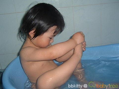 爱洗澡的亲亲图片